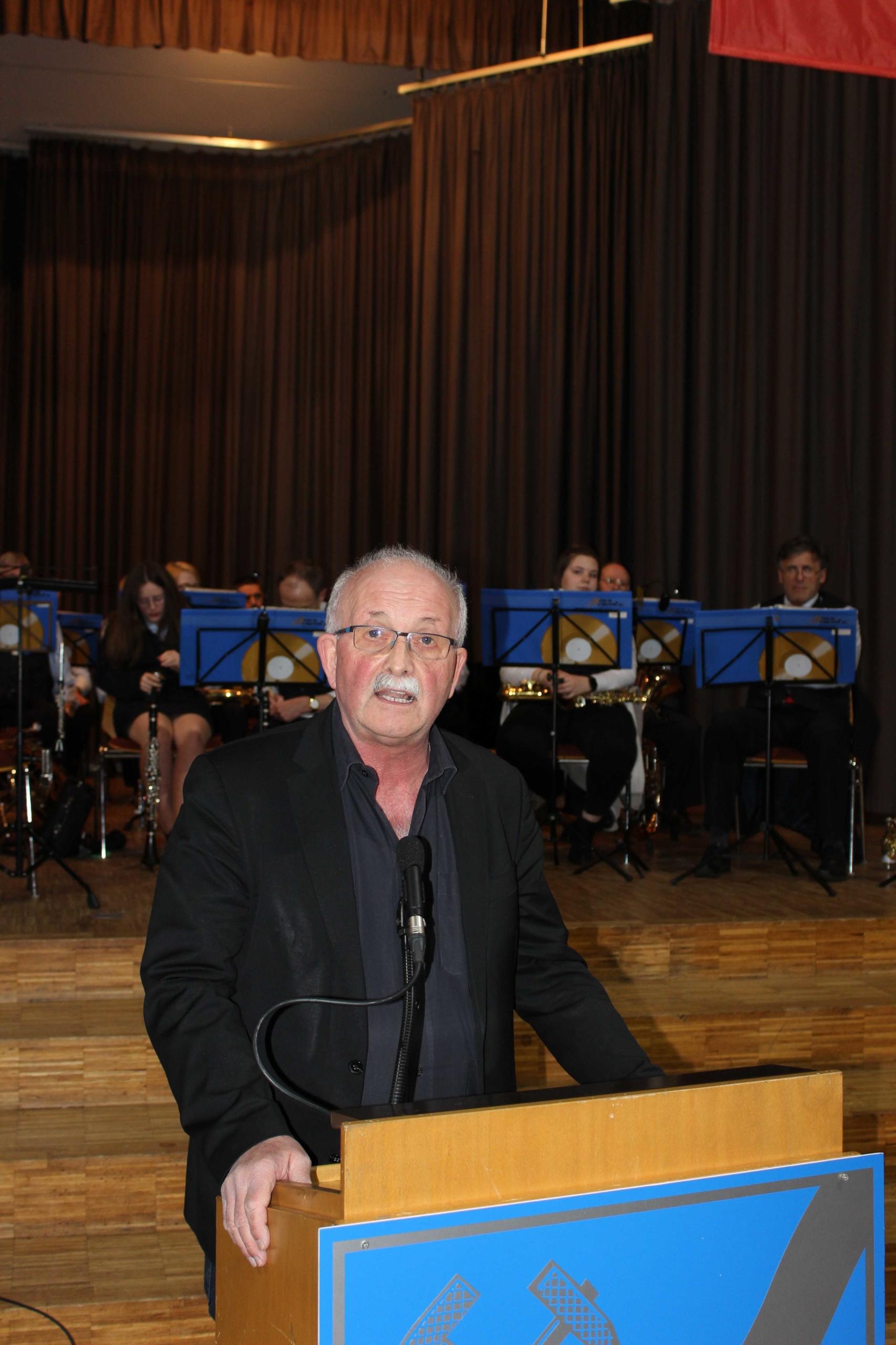 Dr. Udo Bullmann MdEP während seine Rede zum Politischen Kehraus in Heringen - (Foto: Thoms Giese/nh)